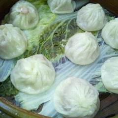 Photo taken at Shanghai Dumpling King by Angela Y. on 9/18/2011