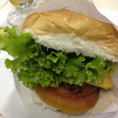 Photo taken at Carlito Hamburguer by Shirley on 9/3/2012