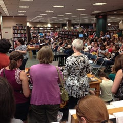 Photo taken at Barnes & Noble by Amy B. on 8/10/2012