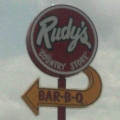 Photo taken at Rudy's Country Store And BBQ by Ross on 5/7/2012