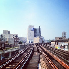 Photo taken at CTA - Wilson by Blaine S. on 6/30/2012