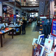 Photo taken at Penn Bookstore by Donnie C. on 6/22/2011