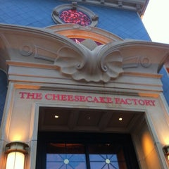 Photo taken at The Cheesecake Factory by Frank  V. on 1/28/2011