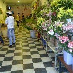 Photo taken at Shop hoa tươi  Thúy Giang by Wish on 2/1/2012