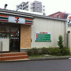 Photo taken at セブンイレブン 三鷹富士見通り店 by 00 A. on 6/23/2012