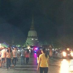 Photo taken at พระบรมสารีริกธาตุ วัดพระศรีมหาธาติ by Mint_Coffee on 3/7/2012