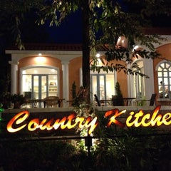 Photo taken at Country Kitchen (คันทรี่ คิทเช่น) by Koong A. on 9/13/2012