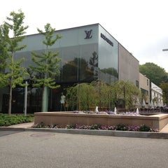 Photo taken at Louis Vuitton Manhasset by Kelly L. on 5/1/2012