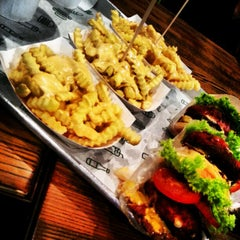 Photo taken at Shake Shack | شيك شاك by Haya A. on 8/7/2012