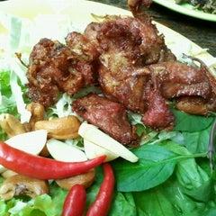 Photo taken at ไก่บ้านย่างเขาสวนกวาง ป๋านึก by ณุ i. on 12/14/2011