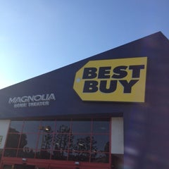 Photo taken at Best Buy by Mateen S. on 7/28/2012
