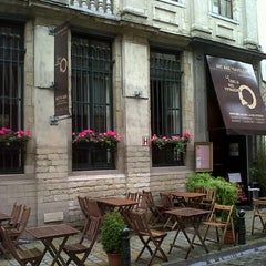 Photo taken at Le Cercle des Voyageurs by Kash C. on 7/10/2012