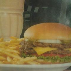 Photo taken at Steak 'n Shake by Damaris H. on 9/2/2012
