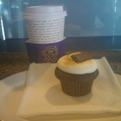 Photo taken at The Coffee Bean & Tea Leaf® by Daniel G. on 9/12/2011