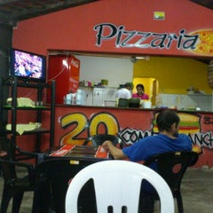 Photo taken at 20 Comer Lanches by Wendel D. on 1/1/2012