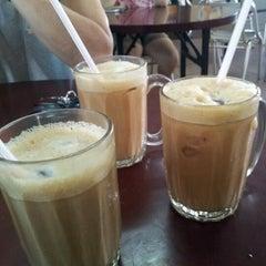 Photo taken at Kedai Makan Sow Mui by Kris T. on 4/15/2012