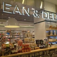 Photo taken at 신세계백화점 (SHINSEGAE Department Store) by Moonjoo P. on 4/26/2012