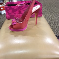 Photo taken at DSW Designer Shoe Warehouse by Toni T. on 8/15/2012