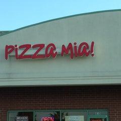Photo taken at Pizza Mia by Wayne L. on 8/28/2012