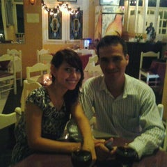 Photo taken at Arthur's cafe by Fernando E. on 3/22/2012