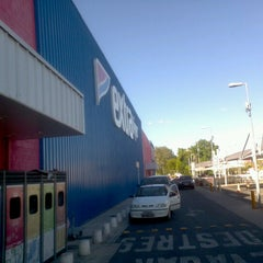 Photo taken at Extra by Daniel C. on 6/21/2012