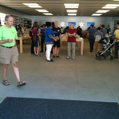 Photo taken at Apple Store, Bethesda Row by Jeff N. on 5/19/2012
