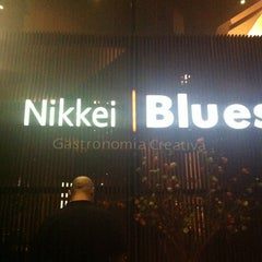 Photo taken at Sushi Blues by Vicente M. on 1/28/2012