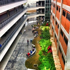 Photo taken at Facultad De Ciencias Juridicas y Politicas FCJP - Universidad De Carabobo by Mariana R. on 3/27/2012