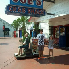 Photo taken at Joe's Crab Shack by Tommie T. on 8/17/2011