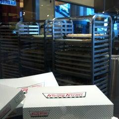 Photo taken at Krispy Kreme (คริสปี้ ครีม) by Bubble . on 9/10/2011