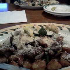 Photo taken at Olive Garden by Mrloopz M. on 9/3/2011
