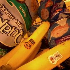 Photo taken at Giant Eagle Supermarket by melinda c. on 8/24/2011