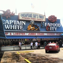 Photo taken at Maine Avenue Fish Market by Joseph P. on 6/15/2012