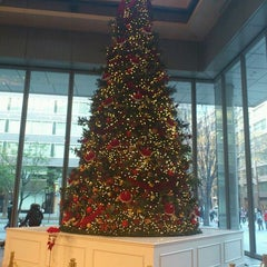 Photo taken at 丸の内ビルディング (丸ビル) / Marunouchi Building by Maiky on 12/18/2011