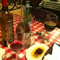 Photo taken at Italianni's Pasta, Pizza & Vino by Lucia N. on 11/19/2011