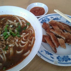 Photo taken at Restaurant Taiwan Noodle House 台湾面食 by Eva L. on 1/29/2012