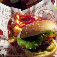 Photo taken at Red Robin Gourmet Burgers by Eric M. on 5/10/2012