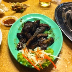 Photo taken at Restoran Pee Nong (泰乡栈泰式餐厅) by kam7333 on 7/21/2011