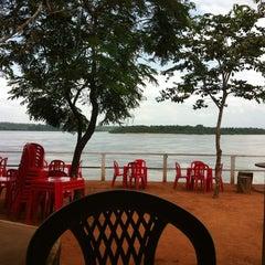 Photo taken at Peixaria Do Jacaré by Wenner O. on 1/7/2012
