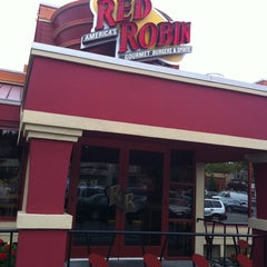 Photo taken at Red Robin Gourmet Burgers by Brian M. on 8/30/2011