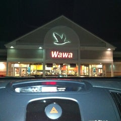 Photo taken at Wawa Food Market #951 by Andy B. on 1/7/2012