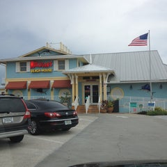 Photo taken at Mulligan's Beach House Bar & Grill by Roger on 8/16/2012