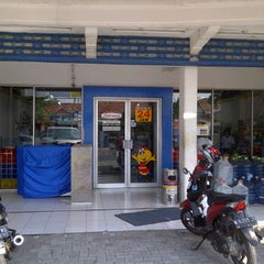 Photo taken at Indomaret by Agus H. on 9/16/2011
