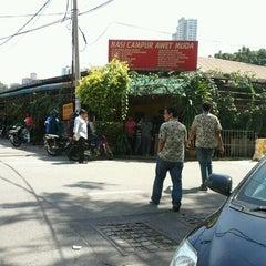 Photo taken at Nasi Campur Awet Muda by Kaydee E. on 1/25/2012