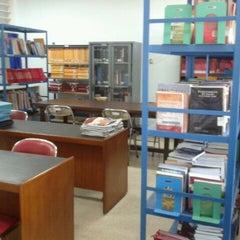 Photo taken at Universitas Hang Tuah by Vie A. on 8/19/2011