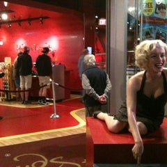 Photo taken at Madame Tussauds Hollywood by Marcelo N. on 1/3/2012