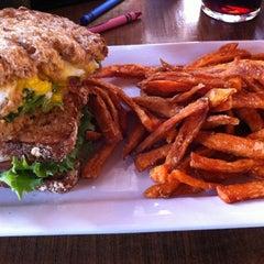Photo taken at Brazen Head Irish Pub by Maria V. on 2/20/2012