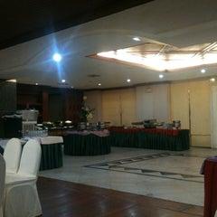 Photo taken at Twin Lotus Resturant by Ekaraj K. on 3/8/2012