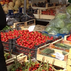 Photo taken at Mercato Isola by Micol D. on 9/8/2012