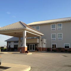 Photo taken at Randolph Inn and Suites Winchester (Indiana) by Takeshi K. on 3/23/2012